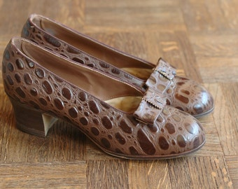 vintage 1940s shoes / 40s chocolate brown leather heels / size 5.5
