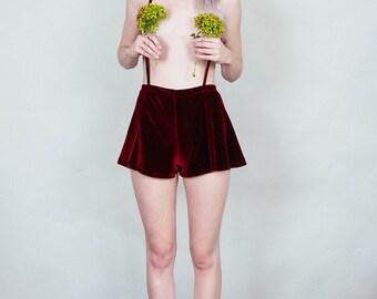 Anne - Velvet suspender short with flared cut - merlot wine burgundy