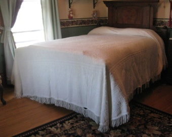 "Large Vintage BATES white chenille full size bedspread 1950's 112"" x 92"" Missing some fringe"