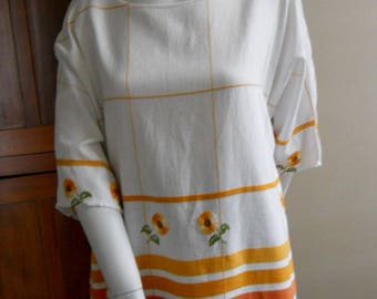Vintage embroidered tablecloth top blouse shirt daisys large