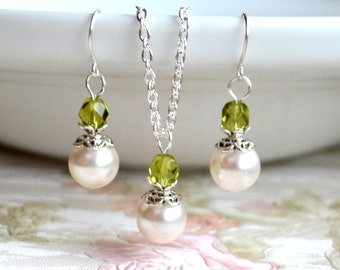 Olive green bridesmaid jewelry set Bridesmaids gifts set of necklace and earrings Light green Maid of honor Jewelry Set Green wedding set
