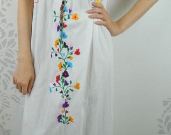 VINTAGE EMBROIDERED DRESS 1960s Cotton Sun Dress Flowers Size Medium