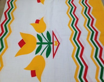 Vintage Border Print Cotton / Fabric Yardage / Vintage Fabric / 1 Yard / 1950s Fabric / Red yellow Green / Vintage Tulip Print