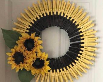 Risultati immagini per clothespin sunflower wreath tutorial
