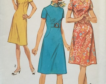 """Simplicity 9383, Size 20, Dress with Two Necklines in Misses' Pattern, UNCUT, Bust 42"""", Vintage 1971, Sweetheart Neckline, Retro"""