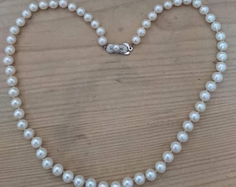 Vintage real Pearl necklace with sterling silver clasp