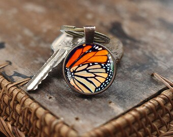 Monarch Butterfly Wing Keychain, Photo glass dome Keychain, Monarch Keychain, butterfly Keychain, Nature Keychain, Insect Art Keychain