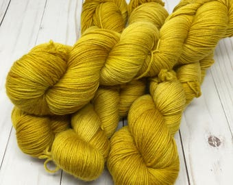 Hand Dyed Yarn on Merino cashmere Nylon MCN Wheaton - gold