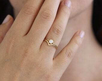 Minimalist Wedding Ring Set, Curved Wedding Band, Diamond Wedding Ring Set, Simple Wedding Band Set, 0.2 Carat Diamond Ring, V Ring
