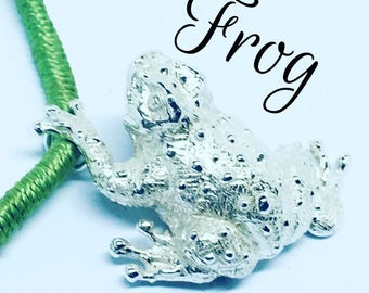 Hand made pendant argento925 frog on cotton lace, carved in Tuttotondo, Jewel craft, jewel animals