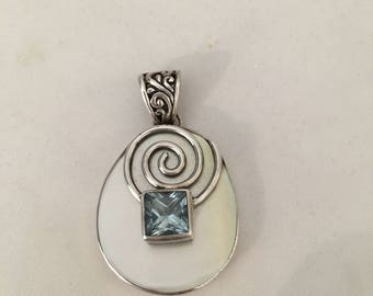 Silver and mother of Pearl pendant with a topaz blue