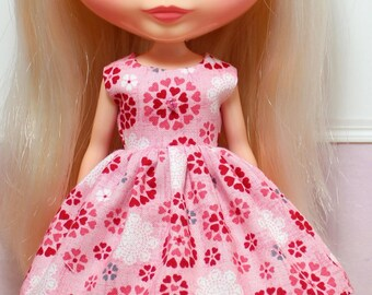BLYTHE doll Its my party dress - hearts in a circle