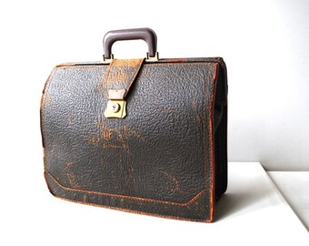 Antique vintage 30s dark brown, pebbled , genuine pigskin , distressed leather doctor bag.