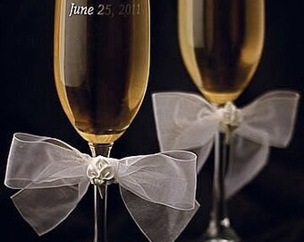 Calla Lily Bouquet Wedding Toasting Glasses - Custom Engraving Available - 30725C