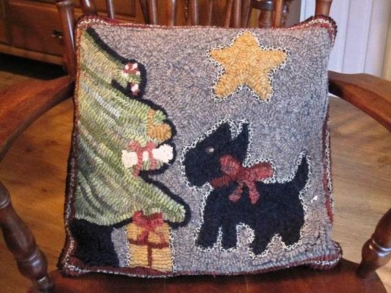 "Rug Hooking Pattern, Christmas Scottie, 16"" x 16"", on Primitive Linen P118"