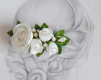 White rose flower hair piece Flower hair clip White bridal flower hair comb Wedding floral hairpiece Bridesmaid headpiece Wedding barrette