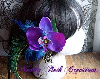 Pflaume lila und Tuqouise blaue Orchidee mit Kuchi Medaillon Haar Fascinator Clip - ATS, Tribal Fusion Steampunk, Bauchtanz, Pin-Up, Hochzeit