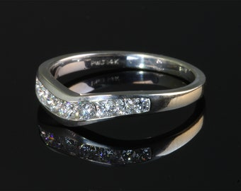 Vintage! 14K White Gold Diamond 'V' Ring