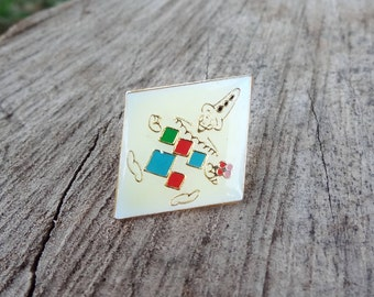 Diamond shaped harlequin pin