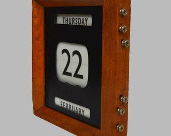 1900s English Oak Perpetual Desk Calendar