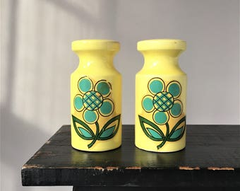 Flower Power Salt and Pepper Shakers, Vintage Salt and Pepper, Retro Mod Kitchen, Yellow Ceramic Large Oversized 1960s Modern Countertop
