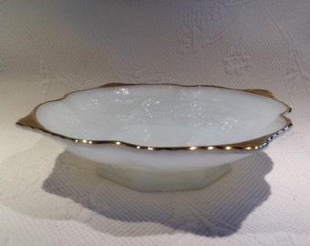Anchor Hocking dish vintage foot milkglass, pattern of leaves and vines in relief - canelé with gilt edge