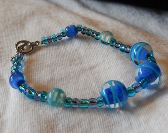 Periwinkle blue and teal glass beaded bracelet