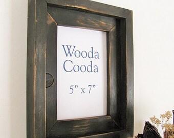 cadre de bois rustique photo 5 x 7. Cadre photo noir en détresse empilés.