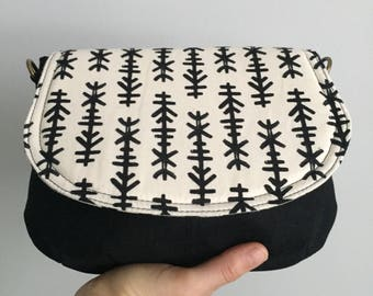 Small Saddle Bag - Black and White Chimes