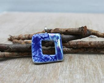 Collier pendentif carré bleu nuit, collier bleu nacré, collier minimaliste bleu marine, collier porcelaine bleu, cadeau unique bijoux mère,