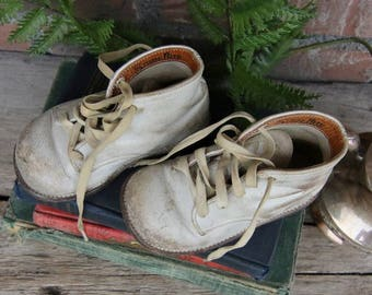 Vintage Stride Rite Baby Shoes - White Leather Baby Shoes - Nursery - Baby, Toddler, Children's Shoes - Photo Prop - Photo shoot - shoelaces