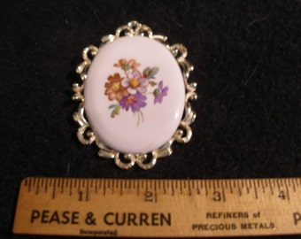 Hand Painted Porcelain Brooch(566)