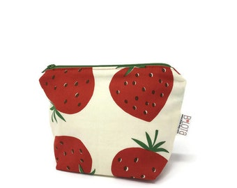 Strawberries make up bag Make-up bag Gifts for her Gifts for mom Mother's Day gift Bridesmaid gift Gifts for sisters Coworker gifts