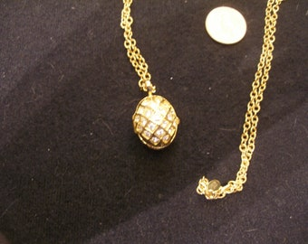 JOAN RIVERS Bee in Egg Pendant(1037)