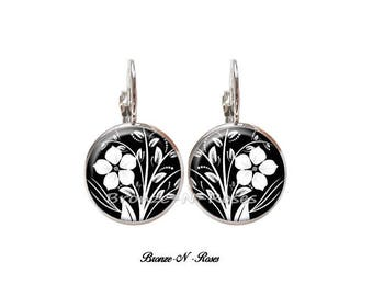 Silver Flower cabochon earrings black and white Stud Earrings