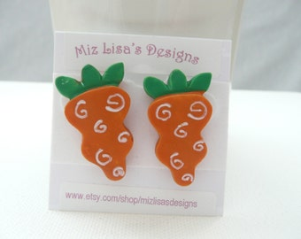hs-Large Swirled Carrot Stud Earrings