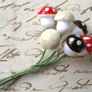12mm Spun Cotton Mushrooms Red Brown Cream on Floral Wire Germany (6)