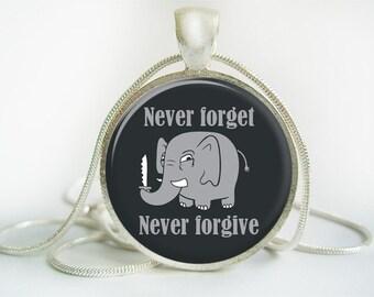 Elephants never forget Pendant (Antique.bronze./.Silver.tone)