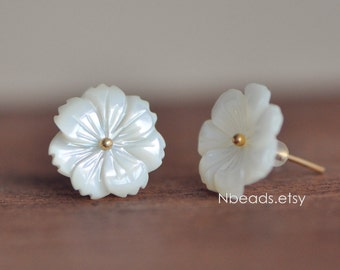 Carved White Mother of Pearl Shell Flowers 14mm Flat Back -(V1123)/ 10pcs