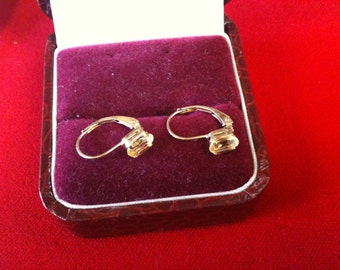 10 K Yellow Gold Earrings With Beautiful Topaz.0.8 gm.