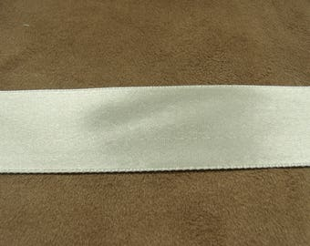 2, 5 cm - broken white satin ribbon