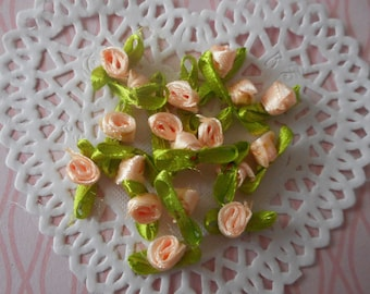 Flowers 20 salmon pink mini satin polyester and green leaves (by 20 flowers) for sewing or craft.