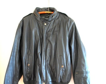 Classy vintage 80s black genuine leather bomber jacket. Made by U2 Wear Me Out.Size 46.