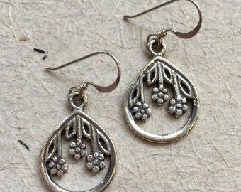 Floral earrings, Drop sterling silver earrings, simple earrings, dangle earrings, casual earrings, light earrings - Hanging flowers E8051