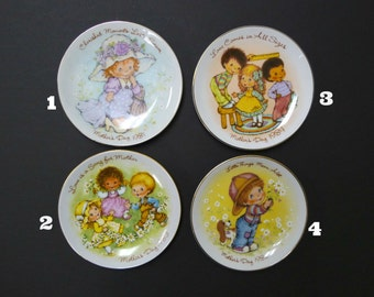 80s mother's day gilded decorative plate by Avon . 1981, 1982, 1983 or 1984