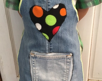 Kids play apron- upcycled jeans messy play crafting