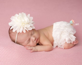 Ivory Bloomer Set, Baby Bloomers, Lace Bloomers, Newborn bloomers, photography prop, newborn photo prop, Newborn Bloomers, Ivory Bloomer Set