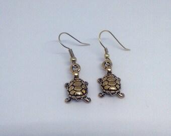 Winzige goldene Schildkröten - Gold geflochtenen Schildkröte Anhänger baumeln Ohrringe - Ohrringe-Gold geflochtenen Ohrhaken