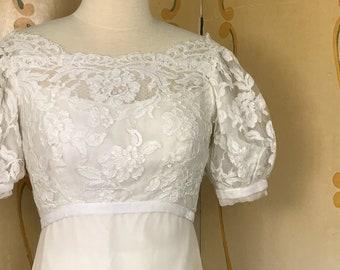 1960's Vintage Organza Wedding Dress /Off-white Vintage Wedding Dress / Alencon Lace and Organza Wedding Dress w velvet trim / Sz 4