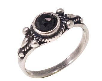 Onyx ring, silver Onyx ring, Onyx silver ring, sterling silver ring, Onyx jewelry, small Onyx ring, black Onyx , black Onyx stone